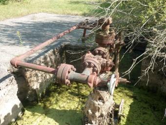Un dels pous antics de Riudaura, on ara, una empresa volia buscar gas amb fracking. J.C