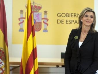 La delegada del govern espanyol, María de los Llanos de Luna, amb les banderes espanyola i catalana en la seva presa de possessió del càrrec J. LOSADA