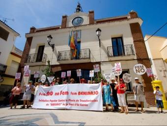 Manifestació a les portes de l'Ajuntament l'estiu de 2009. ARXIU