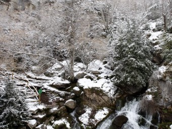 A la imatge superior, les fonts del Llobregat, a Castellar de n'Hug, l'hivern passat.  ORIOL DURAN/ ARXIU/ MARTA MEMBRIVES