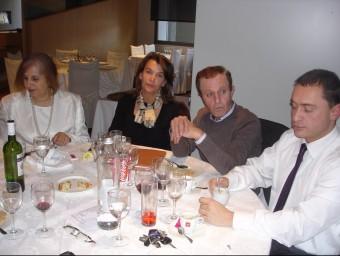 María José de la Ruelle, Ingrid Sartiau i Albert Solà, durant el dinar, amb el lletrat Jaume Pararols TURA SOLER