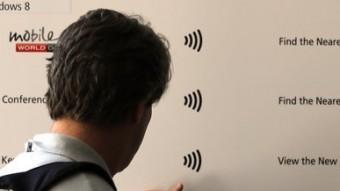Els congressistes podien obtenir informació acostant els terminals al panells informatius QUIM PUIG