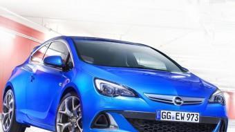 Les diferències estètiques de la versió més esportiva del Opel Astra no deixen cap dubte del seu caràcter. OPEL