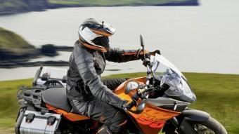 La nova KTM Adventure ha reforçat la seva condició de moto esportiva i de turisme. KTM / R. SCHEDL