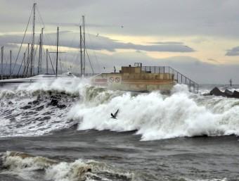 Fins al vespre d'aquest divendres es manté el risc de ratxes de vent que puguin acostar-se als 100 quilòmetres hora davant de mar