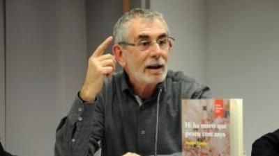 Tomàs Llopis durant la presentació del llibre al Centre Octubre de València. PRATS I CAMPS