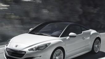 L'estil tan peculiar del Peugeot RCZ no ha canviat gens ni mica, però el nou frontal, amb dues entrades d'aire i la inferior molt allargada, li aporta encara més esveltesa. PEUGEOT