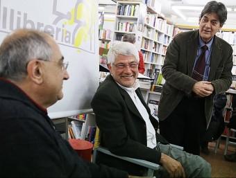 Xavier Febrés va presentar ahir el seu treball a la Llibreria 22 de Girona acompanyat de l'historiador i polític Joaquim Nadal MANEL LLADÓ