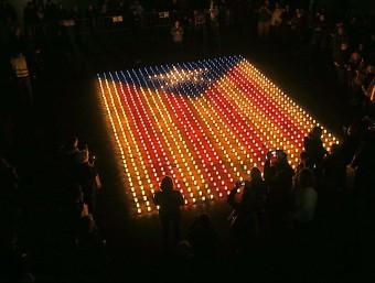 L'estelada de colors que es va encendre a Figueres el passat 16 de març com a prèvia a les estelades de demà. M.LLADÓ