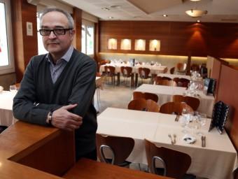 Jaume Puig és la tercera generació que està al capdavant de l'Hostal del Fum.  JUANMA RAMOS