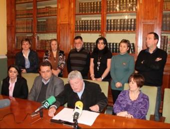 Compareixença de l'alcalde i l'equip de govern municipal. EL PUNT AVUI