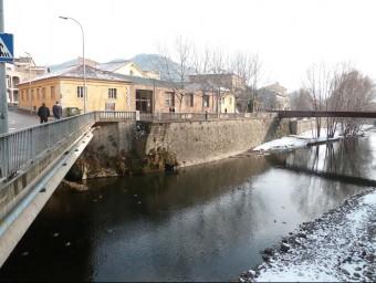 La qualitat de l'aigua de les fonts del Ripollès és un bon indicador de la salut del riu Ter. A la fotografia, aquest riu al seu pas pel municipi de Ripoll. J.C