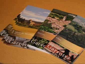 Un detalls dels fulletons d'informació que ja incorporen la nova imatge que promou Turisme Garrotxa. J.C