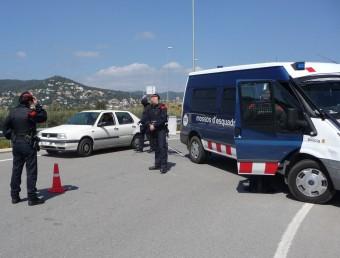 Un control dels mossos a Calonge després de produir-se un assalt en una casa Ò. PINILLA