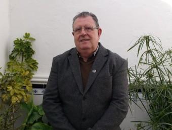 Cèsar Salvo al jardinet de la seua casa pairal d'El Villar. ESCORCOLL