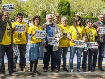 Els veïns de Riudaura es van manifestar per primera vegada davant del Parlament el dia en què el ple va debatre sobre el fracking. JOSEP LOSADA