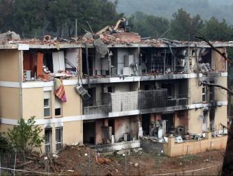 L'edifici destrossat al barri Ca n'Espinós de Gavà, després de patir una explosió de gas, el 3 de desembre de 2008, que va ocasionar sis persones mortes i 37 de ferides ORIOL DURAN