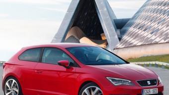 Mai fins ara el Seat León havia tingut una carrosseria de tres portes. Les diferencies amb la de cinc van molt més enllà de l'absència d'una porta lateral a banda i banda. La línia del sostre té una caiguda diferent, la lluneta posterior és més inclinada i també tenen un disseny diferent les finestretes posteriors. SEAT