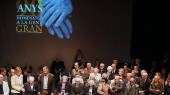 L'acte que es va fer a la Catequística i que va reunir 43 dels homenatjats i les famílies. MANEL LLADÓ