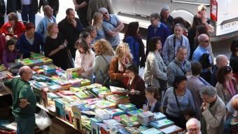 La fira del llibre vell, a la plaça Catalunya joan sabater