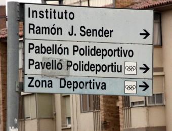 Un cartell indicatiu de la ciutat de Fraga bilingüe ACN