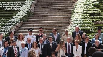 Les autoritats, amb els alcaldes Puigdemont i Trias, a les escales de la catedral, just després de la inauguració de Girona, Temps de Flors M. LLADÓ