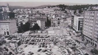 L'actual plaça Constitució de Girona abans de la seva urbanització i un cop es va enderrocar l'antiga fàbrica Grober ARXIU MUNICIPAL DE GIRONA