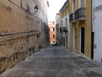 Carrer característic del nucli antic de la vila d'Oliva de la Safor. EL PUNT AVUI