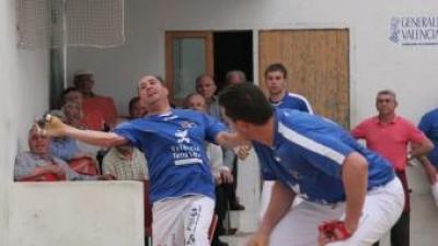 Àlvaro i Nacho juguen en el trinquet Pelayo de València. FREDIESPORT