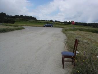 Una cadira buida on hi solia parar una prostituta arran de la N-II. TURA SOLER