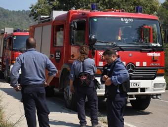 Unitats de bombers durant les actuacions que es van dur a terme l'estiu passat a l'Alt Empordà. LLUÍS SERRAT