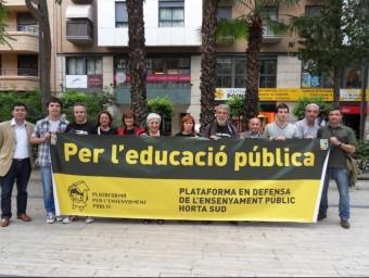 Concentració i recollida de signatures a Torrent de l'Horta contra la cessió de sòl a un centre privat. ESCORCOLL