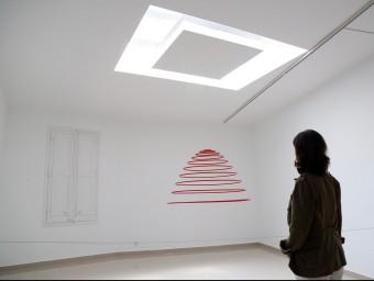 L'escultura 'Circumconcèntrics vermell-transparent, d'Elías Crespin, es desplaça via wifi JUANMA RAMOS