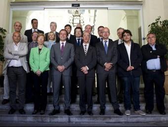 La junta directiva del Barça amb l'alcalde de Sitges i membres de l'Ajuntament FC BARCELONA