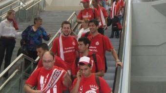 Aficionats a l'estació del TAV a Girona J. FERRER