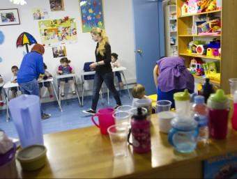 L'escola bressol l'Espai de Castelldefels rep l'ajut de Creu Roja perquè els pares no poden assumir l'escolarització i l'alimentació ALBERT SALAMÉ