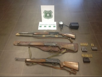 El material requisat als dos caçadors furtius i que ahir es va mostrar. A.R