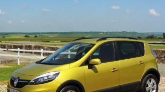 La versió XMod del Renault Scénic és de molt bon distingir, només cal fixar-se en els plàstics protectors que envolten la part inferior de la carrosseria. RENAULT