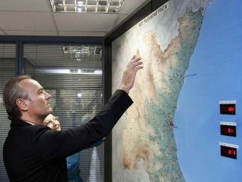 Alberto Fabra en una visita a la Confederació Hidrogràfica del Xúquer. JOSÉ CUÉLLAR