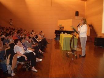 La consellera Irene Rigau, ahir, en la presentació de les Trobades Pedagògiques, a Santa Coloma. J. GONZALO