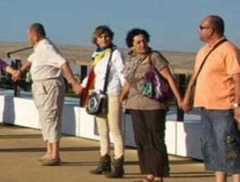 La cadena humana del 22 de juny al nou Pont de Lo Passador, l'últim sobre el riu Ebre, va ser la primera de les prèvies que es faran aquest estiu EL PUNT AVUI