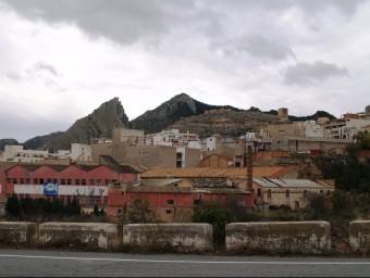 Panoràmica de la vila i el polígon industrial des de la carretera d'accés. ESCORCOLL