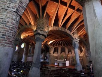 Interior de la cripta Güell, a la Colònia Güell, a Santa Coloma de Cervelló.  ARXIU /ORIOL DURAN