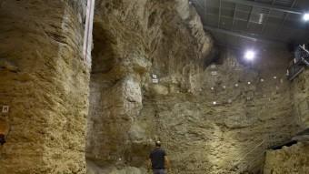 A l'Abric Romaní s'han excavat 14 nivells i s'ha arribat als 60.000 anys d'antiguitat J.C. León