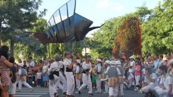 La cercavila de l'Imaginari de l'any passat, en el moment en què els més petits participaven en el ball del Miralpeix Ajuntament de Vilanova