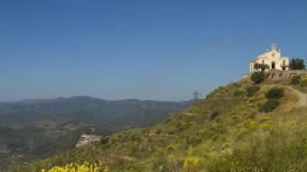 L'ermita de Sant Ramon al vessant des d'on es veu Sant Climent. ALBERT SALAMÉ
