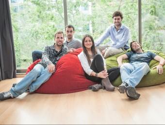 Joan Capdevila, Roger Sala, Carla Sacasas, Alejandro Giménez i Valentí Freixanet, de Luxme App.  L'ECONÒMIC