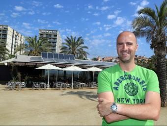 Frederic Andreu dirigeix l'empresa Solar Tradex, que ha instal·lat les plaques al restaurant Lasal de Mataró.  QUIM PUIG