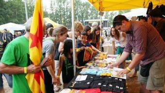 Una imatge d'una parada de la fira d'entitats del concert de l'any passat a la Devesa ANDREU PUIG / ARXIU