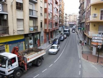 Carretera general al seu pas per la vila d'Oliva. EL PUNT AVUI